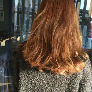 ストリート 外国人風 セミロング 大人かわいい ヘアスタイルや髪型の写真・画像