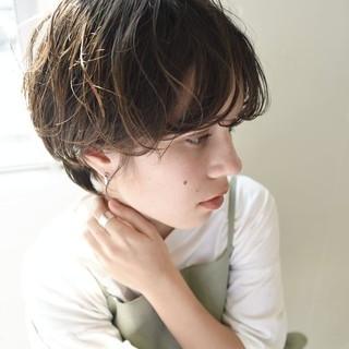 パーマ ハンサムショート ナチュラル ショートヘア ヘアスタイルや髪型の写真・画像