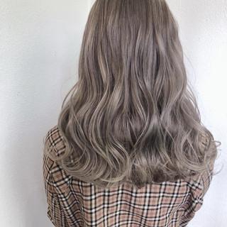 バレイヤージュ グラデーションカラー ガーリー ミディアム ヘアスタイルや髪型の写真・画像
