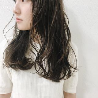 ダークアッシュ フェミニン 暗髪 グレージュ ヘアスタイルや髪型の写真・画像