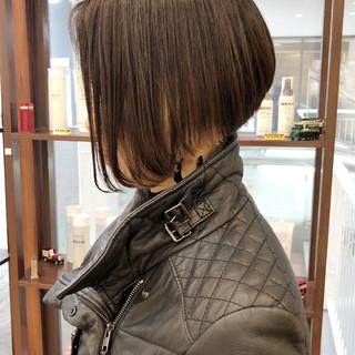 ショートボブ 前下がりショート モード インナーカラー ヘアスタイルや髪型の写真・画像