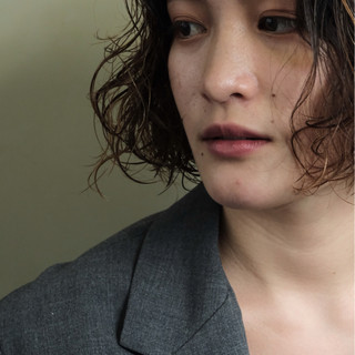 ウェーブ オフィス 外国人風 ナチュラル ヘアスタイルや髪型の写真・画像