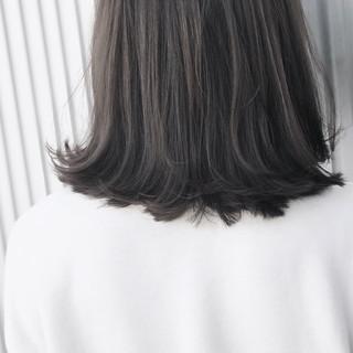 透明感 ストレート ナチュラル アッシュ ヘアスタイルや髪型の写真・画像