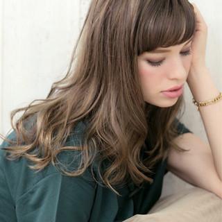 外国人風カラー ガーリー グレージュ アッシュグレージュ ヘアスタイルや髪型の写真・画像