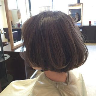 ゆるふわ ハイライト ボブ アッシュ ヘアスタイルや髪型の写真・画像