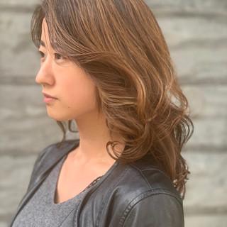 エフォートレス ハイトーンカラー ナチュラル インナーカラー ヘアスタイルや髪型の写真・画像