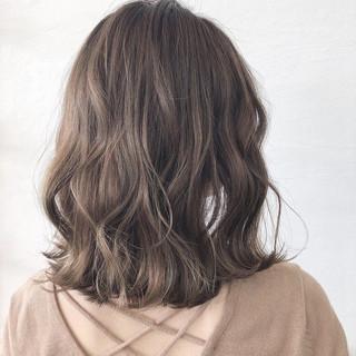 オリーブベージュ オリーブアッシュ ナチュラル オリーブカラー ヘアスタイルや髪型の写真・画像