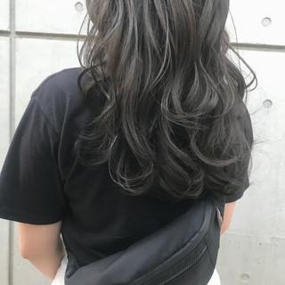 アッシュグレー アッシュグレージュ ナチュラル ロング ヘアスタイルや髪型の写真・画像