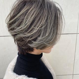 上品 グラデーションカラー ハイライト ショート ヘアスタイルや髪型の写真・画像