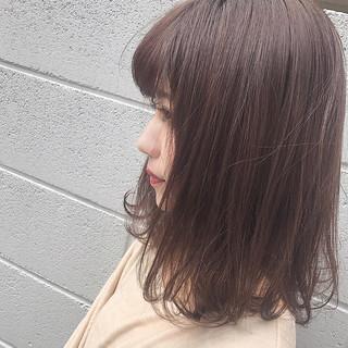 ベリーピンク ベージュ ボブ 外ハネ ヘアスタイルや髪型の写真・画像