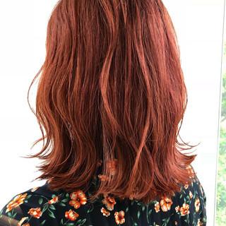 ミディアム ガーリー オレンジブラウン 透明感カラー ヘアスタイルや髪型の写真・画像
