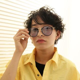 ボーイッシュ ストリート メンズ メンズパーマ ヘアスタイルや髪型の写真・画像