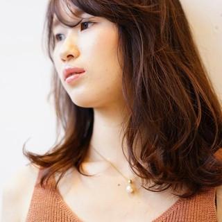 ミディアム ストリート フェミニン 暗髪 ヘアスタイルや髪型の写真・画像