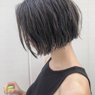 切りっぱなし くせ毛風 ボブ ナチュラル ヘアスタイルや髪型の写真・画像