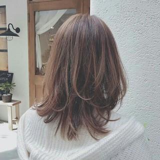 セミロング フェミニン 春 ハイライト ヘアスタイルや髪型の写真・画像