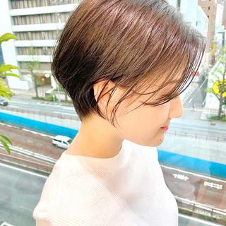 ショートヘア ショートボブ オフィス ナチュラル ヘアスタイルや髪型の写真・画像