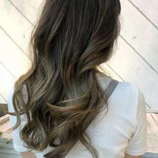 外国人風カラー グレージュ ロング エレガント ヘアスタイルや髪型の写真・画像