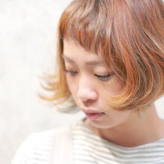 ボブ イエロー ショートバング オレンジ ヘアスタイルや髪型の写真・画像