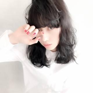 暗髪 ミディアム ストリート ウェットヘア ヘアスタイルや髪型の写真・画像
