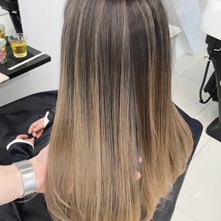 ミディアム エアータッチ ベージュ バレイヤージュ ヘアスタイルや髪型の写真・画像
