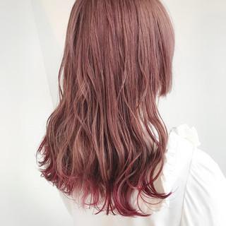 フェミニン ピンクベージュ ミディアム インナーカラー ヘアスタイルや髪型の写真・画像