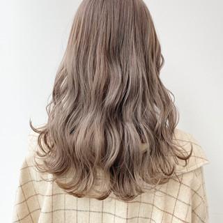 外国人風カラー ミルクティーベージュ ロング ナチュラル ヘアスタイルや髪型の写真・画像