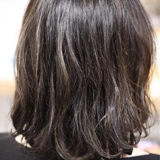 外国人風 ハイライト ゆるふわ ウェーブ ヘアスタイルや髪型の写真・画像