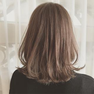 デート ミディアム アンニュイ フェミニン ヘアスタイルや髪型の写真・画像