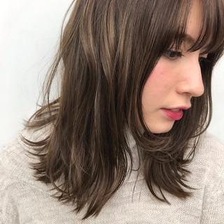 ミディアム かわいい ナチュラル ウェーブ ヘアスタイルや髪型の写真・画像
