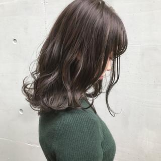 ラベンダーアッシュ セミロング ラベンダー ラベンダーグレージュ ヘアスタイルや髪型の写真・画像