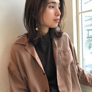 ミディアム アウトドア デート フェミニン ヘアスタイルや髪型の写真・画像