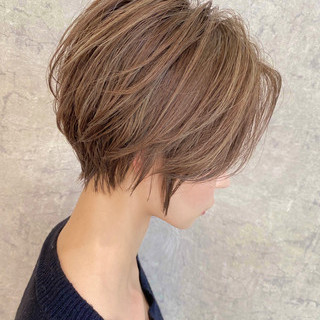 大人ハイライト ショートヘア ショートボブ 前髪なし ヘアスタイルや髪型の写真・画像