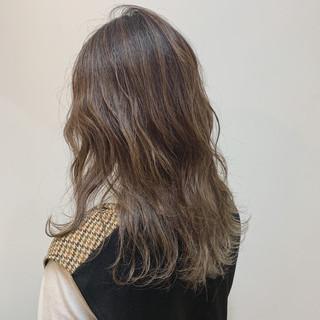 ロング バレイヤージュ 3Dハイライト ナチュラル ヘアスタイルや髪型の写真・画像