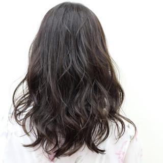 暗髪 セミロング 大人かわいい アッシュ ヘアスタイルや髪型の写真・画像