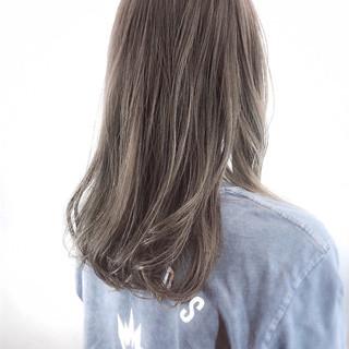 セミロング アッシュベージュ コンサバ 大人ハイライト ヘアスタイルや髪型の写真・画像