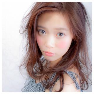 アッシュ ハイライト フェミニン ミディアム ヘアスタイルや髪型の写真・画像