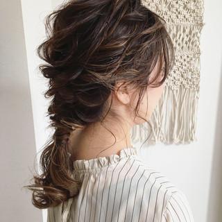 ヘアアレンジ セミロング フェミニン 結婚式 ヘアスタイルや髪型の写真・画像