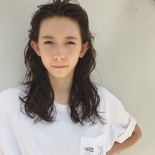 アンニュイ かき上げ前髪 ウェーブ 大人かわいい ヘアスタイルや髪型の写真・画像