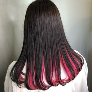 ベリーピンク 黒髪 インナーカラー ピンク ヘアスタイルや髪型の写真・画像