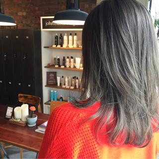 暗髪 ストリート セミロング グレージュ ヘアスタイルや髪型の写真・画像