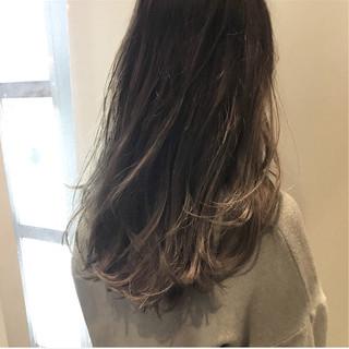 グレージュ ウェットヘア 外国人風カラー ストリート ヘアスタイルや髪型の写真・画像