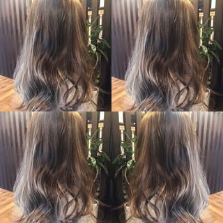 外国人風 アッシュベージュ ナチュラル ハイライト ヘアスタイルや髪型の写真・画像
