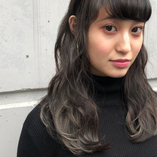 ナチュラル パーマ 透明感 流し前髪 ヘアスタイルや髪型の写真・画像