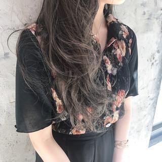 ロング ハイライト アッシュ グレージュ ヘアスタイルや髪型の写真・画像