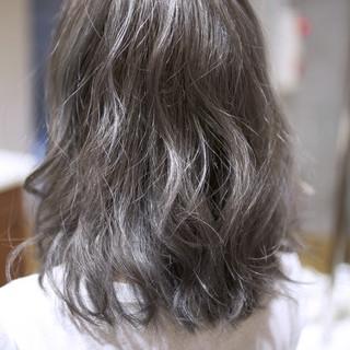 外国人風 ミディアム ハイライト ナチュラル ヘアスタイルや髪型の写真・画像