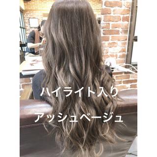 パーマ ロング アッシュベージュ デジタルパーマ ヘアスタイルや髪型の写真・画像