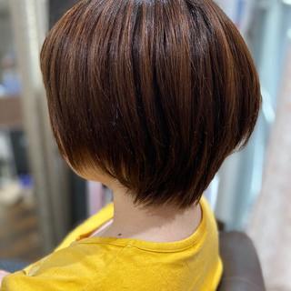 インナーカラー 切りっぱなしボブ モード ショートヘア ヘアスタイルや髪型の写真・画像