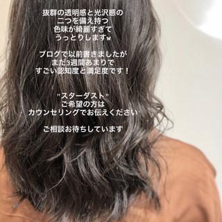 イルミナカラー アンニュイほつれヘア ハイライト グレージュ ヘアスタイルや髪型の写真・画像