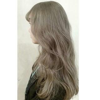 ハイトーン アッシュグレージュ ミディアム アッシュ ヘアスタイルや髪型の写真・画像