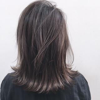 ナチュラル ハイライト アッシュグレージュ ミディアム ヘアスタイルや髪型の写真・画像
